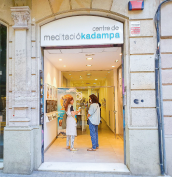 kadampa-meditation-centre-madrid-ladies-chatting